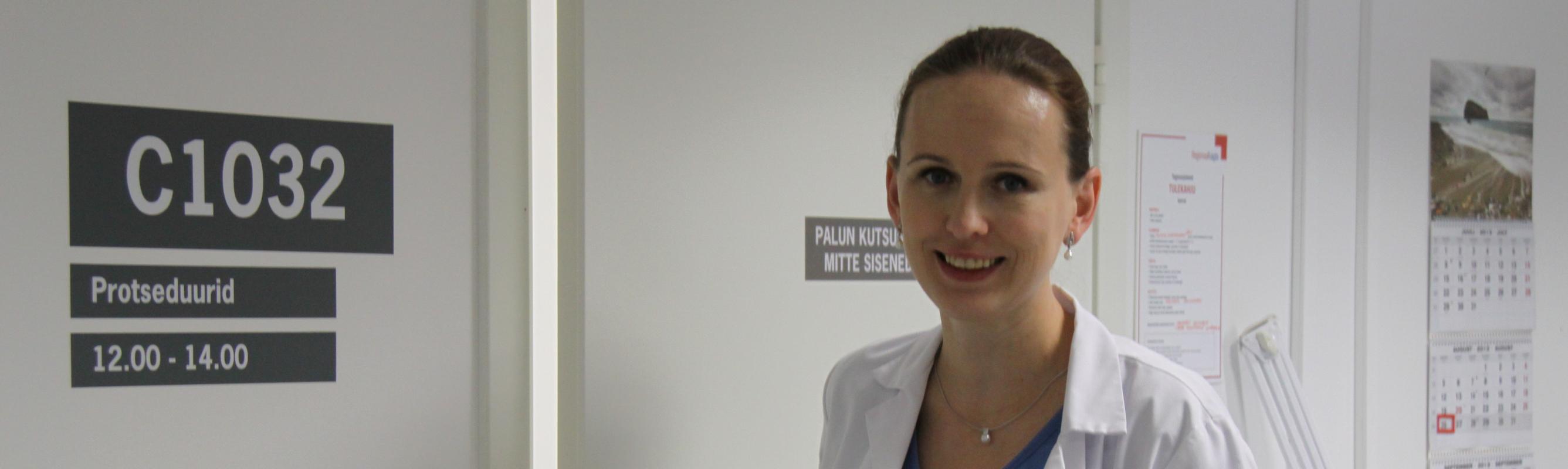 Naised on ka 2014. aastal väga oodatud emakakaelavähi sõeluuringutele! Fotol  dr Eva-Maria Niine-Roolaht.