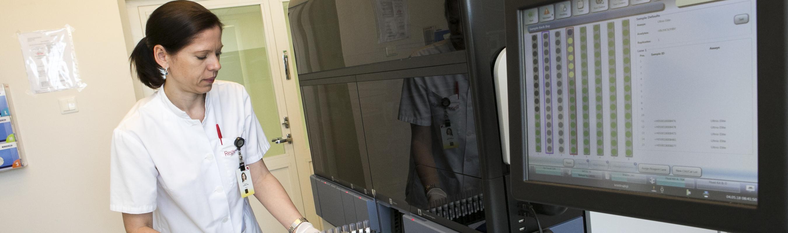 Kontroll-laboris testitakse doonorverd HIV, süüfilise ning B- ja C-hepatiidi suhtes