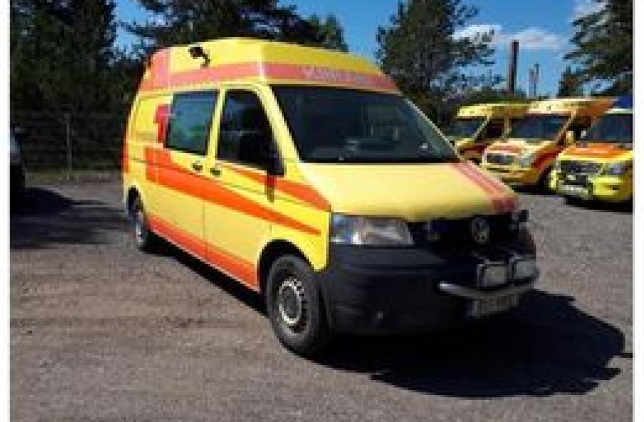 Regionaalhaigla andis Nõo priitahtlike päästjate kasutusse tasuta kiirabisõiduki