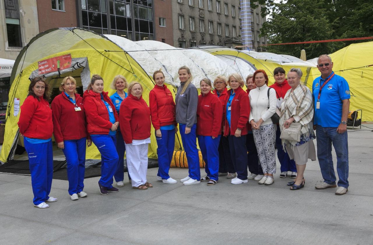 Verekeskuse töötajad Tallinnas Vabaduse väljakul