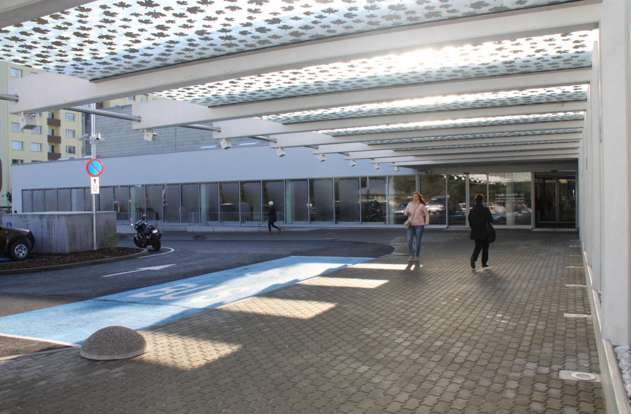 Regionaalhaigla avas uue parkimismaja ja sissepääsu haiglasse