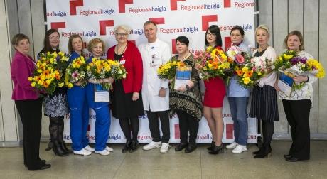 Parimad sekretärid ja klienditeenindajad haigla ülemarsti dr Andrus Remmeglase ja juhatuse liikme Terje Peetsoga